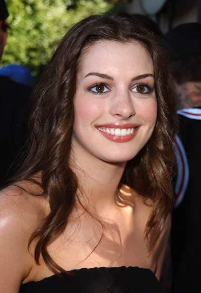 Anne Hathaway in 2001