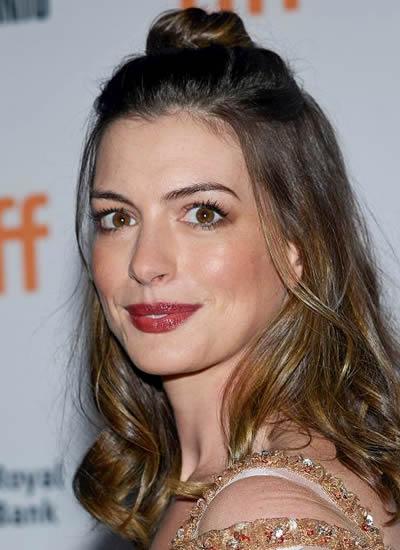 Anne Hathaway 2018
