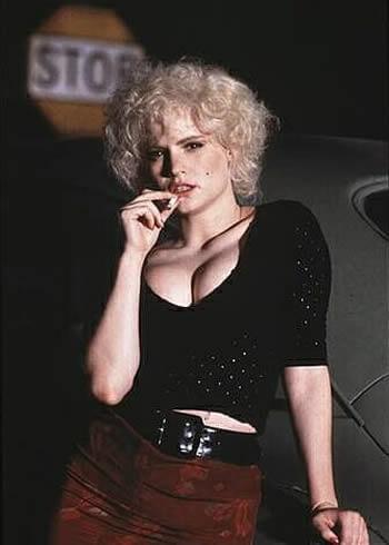Jennifer Jason Leigh in 1990